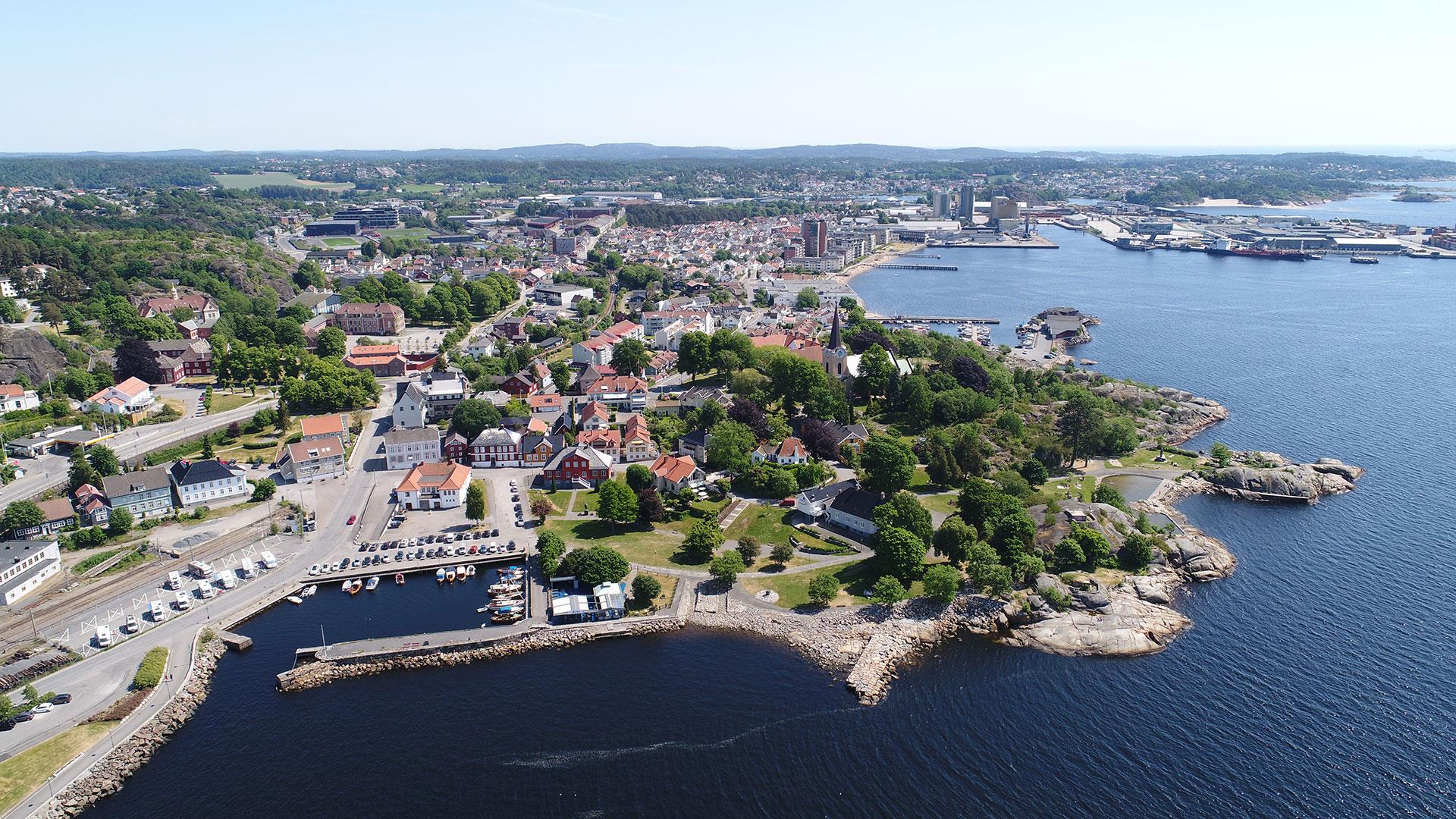 Dronebilde Grandkvartalet og Larvik